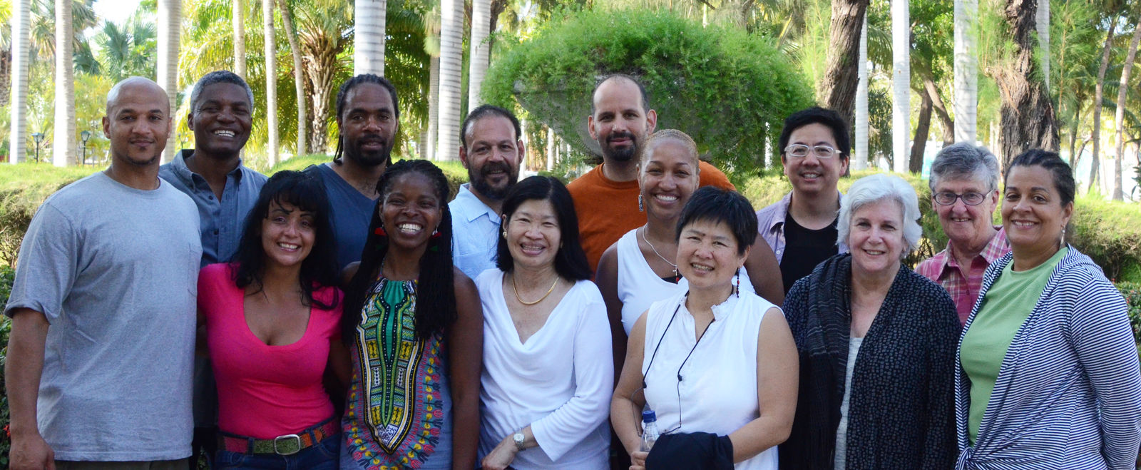 The 2007 Barr Fellows class smiles for a group photo.
