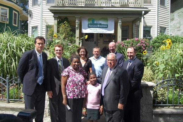 Mayor Menino Renew Boston team and beneficiary family